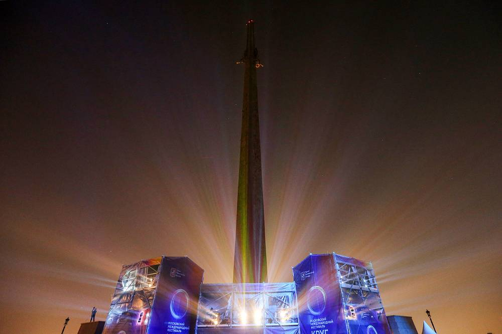 The museum's premises at Poklonnaya Hill hosted light shows dedicated to Russia's military past and the city of Moscow. Photo: A view of the WWII obelisk in the Victory Park on Moscow's Poklonnaya Hill