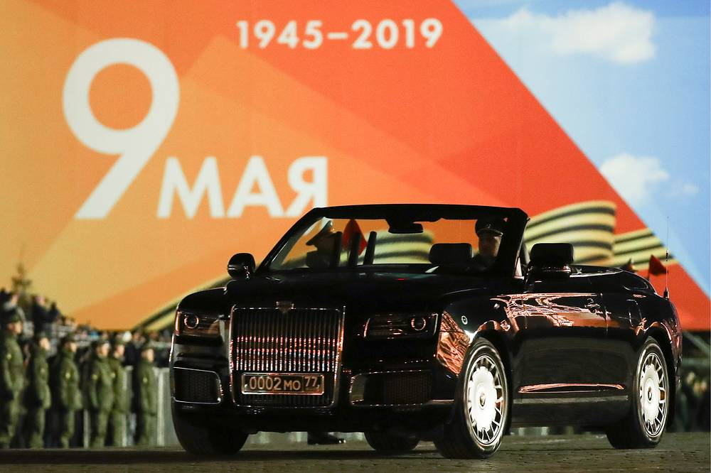On April 29, a night rehearsal of the Victory Day military parade took place in Moscow. Photo: Aurus Senat Cabrio limousine