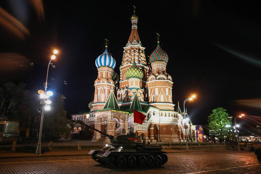 Soviet T-34-85 battle tank in front of St Basil's Cathedral