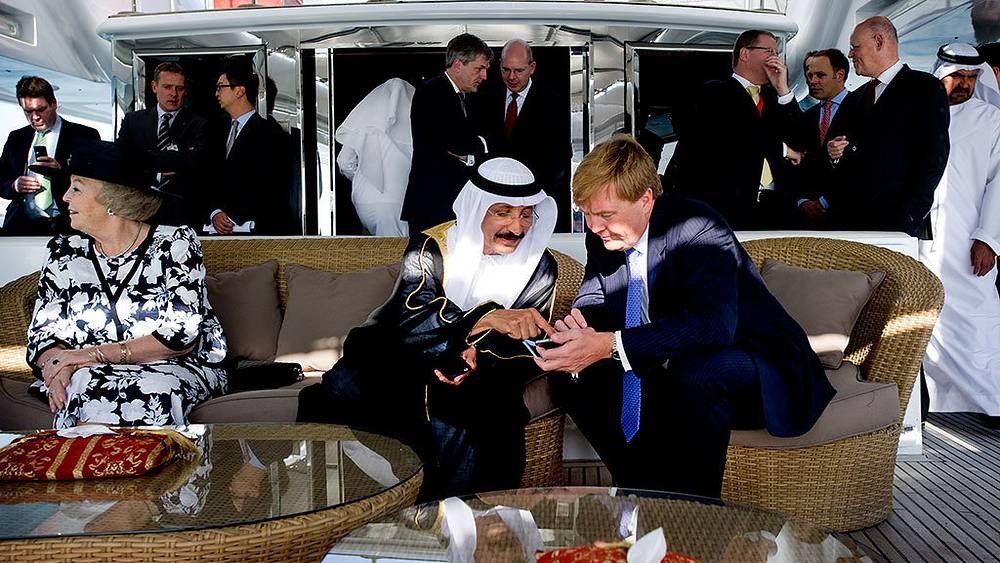 Willem-Alexander of the Netherlands (right) and  chairman of Dubai World Sultan Ahmed bin Sulayem