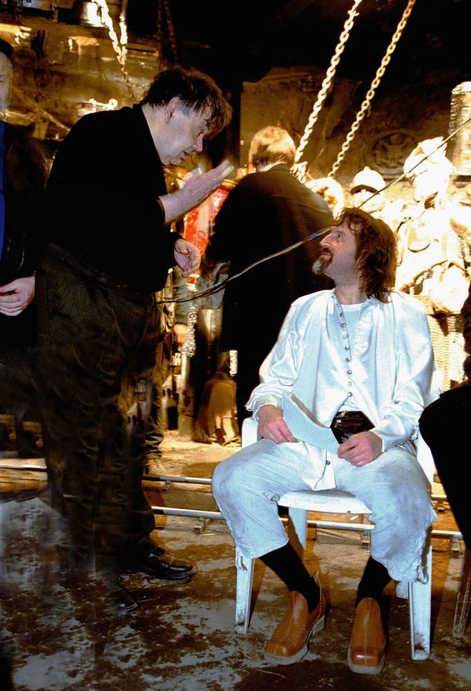 """Алексей Герман и Леонид Ярмольник на съемках фильма """"Трудно быть богом"""", 2001 год."""