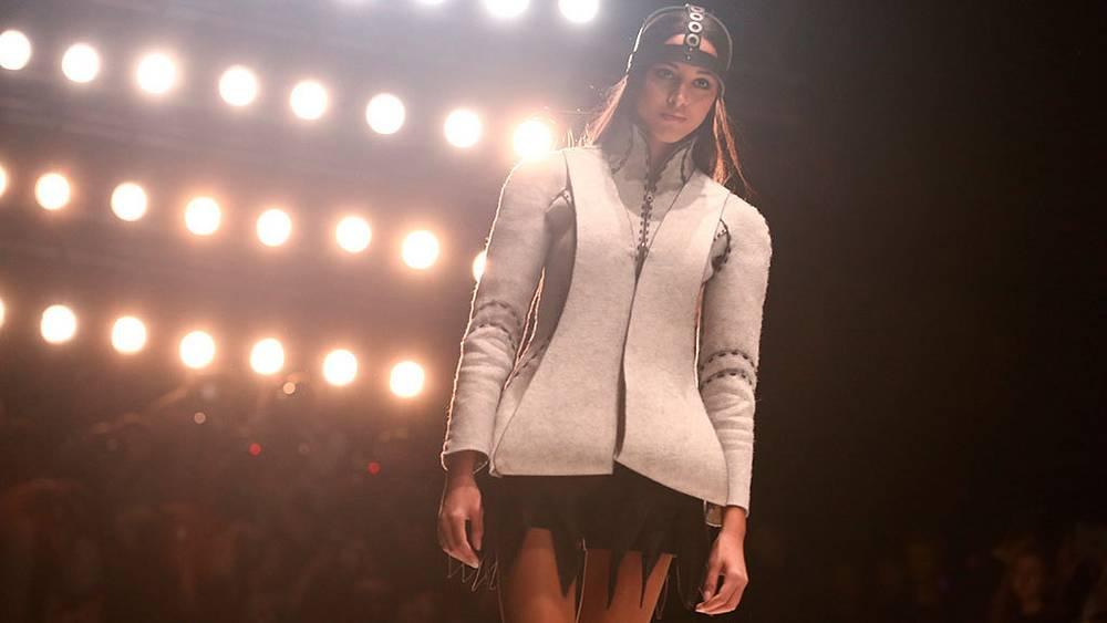 Показ коллекции Юлии Купинской на Mercedes-Benz Fashion Week Russia. Фото ИТАР-ТАСС/ Александра Мудрац