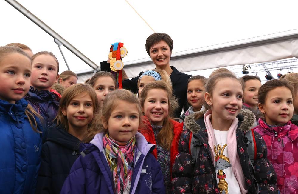 Синхронистка Анастасия Давыдова во время церемонии открытия