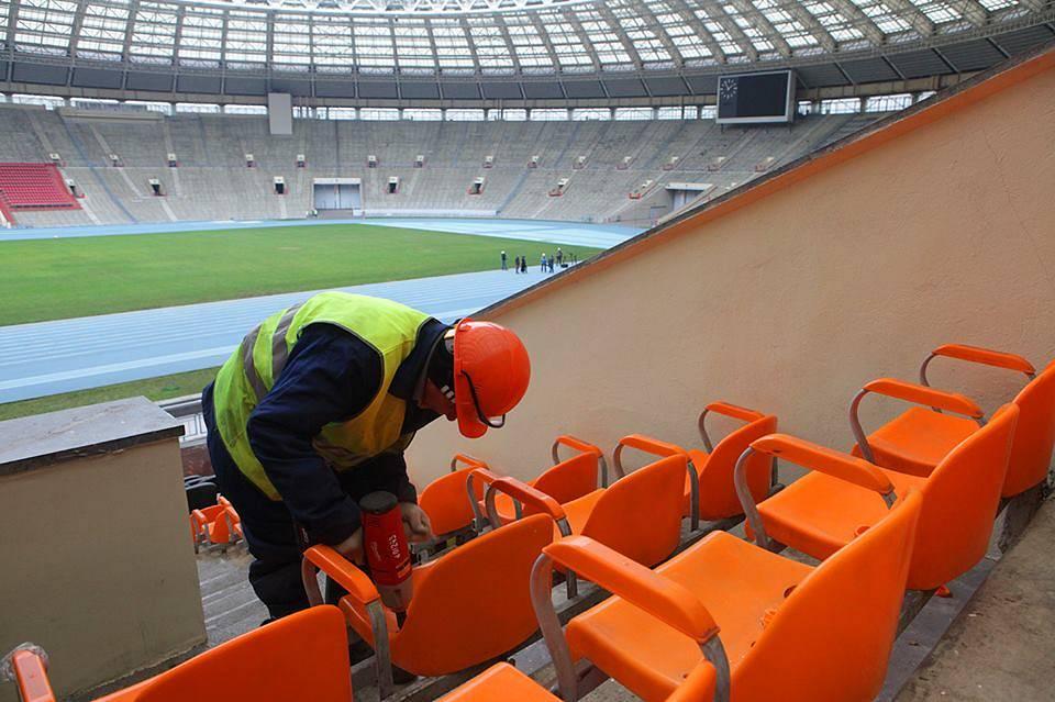 Демонтаж сидений на стадионе Лужники, 22 ноября 2013
