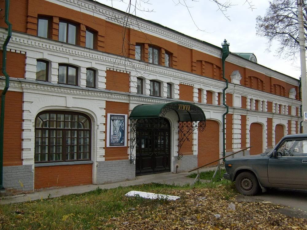 Одно из зданий Ирбитского государственного музея изобразительных искусств (восстановленный павильон Ирбитской ярмарки)