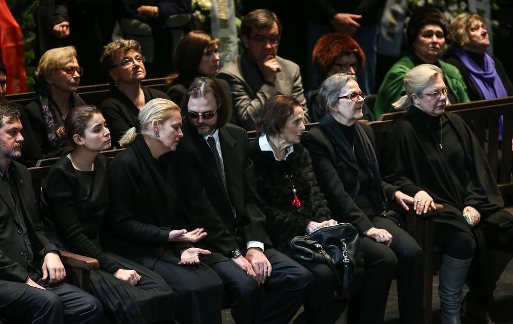 Родные Юрия Яковлева во время прощания
