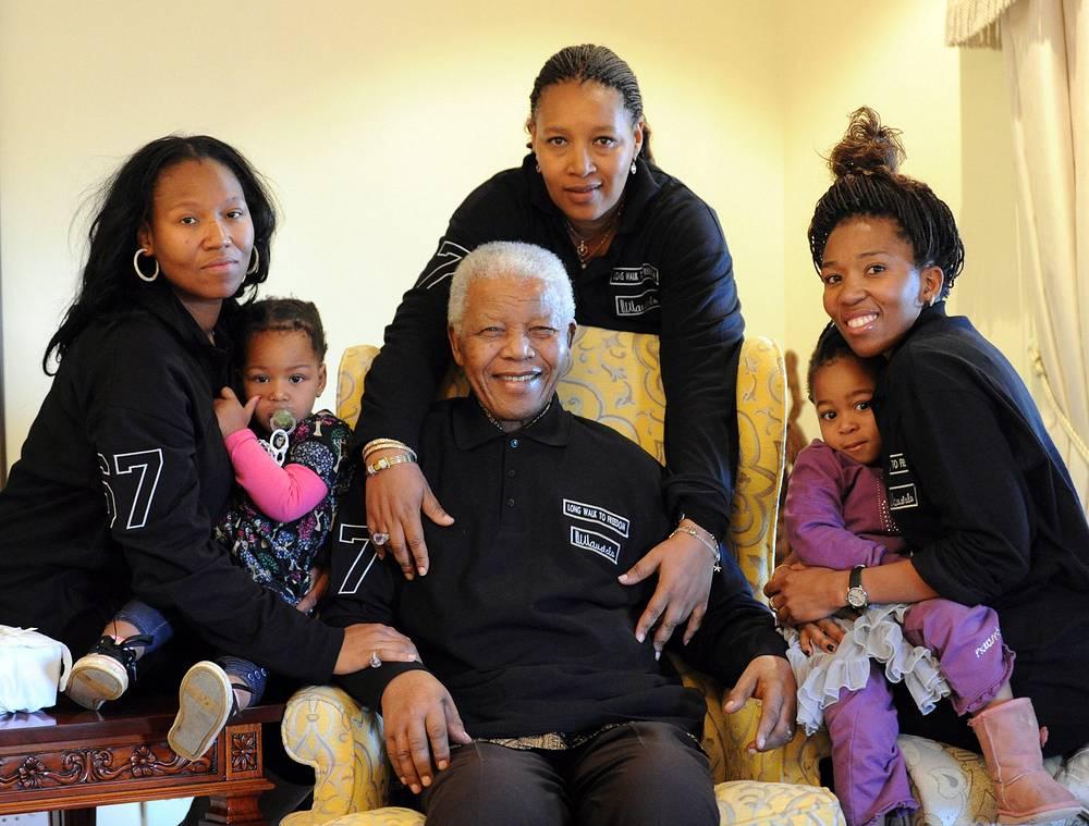 В кругу семьи с дочерями и внуками в больнице