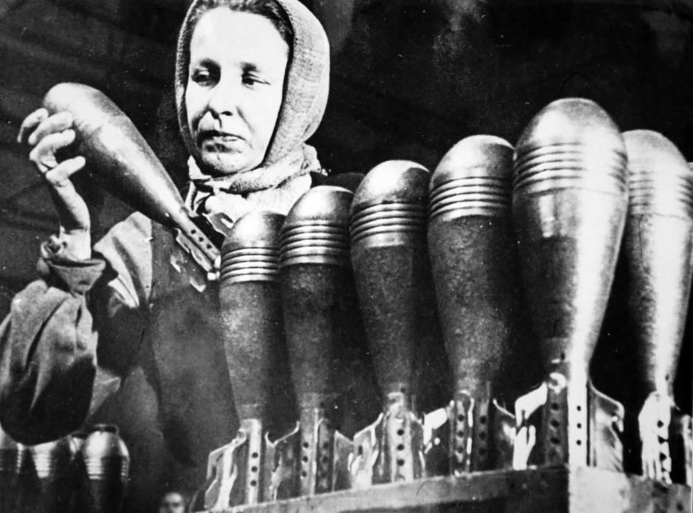 Изготовление  боеприпасов  для фронта.