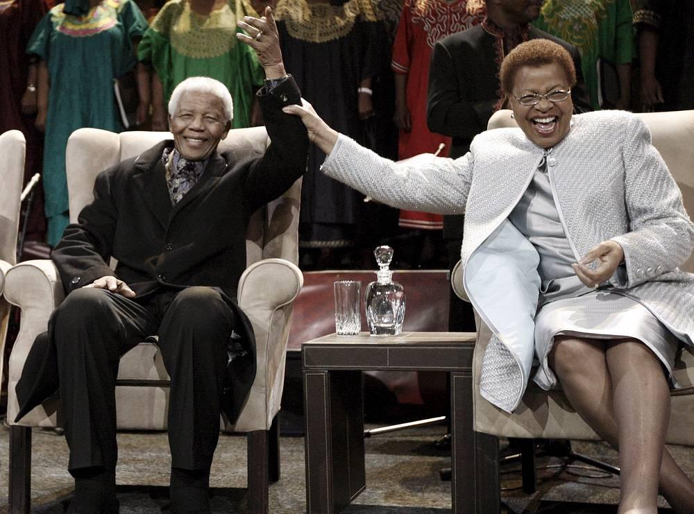 Нельсон Мандела с третьей супругой Грасой Машел, 2008 г.