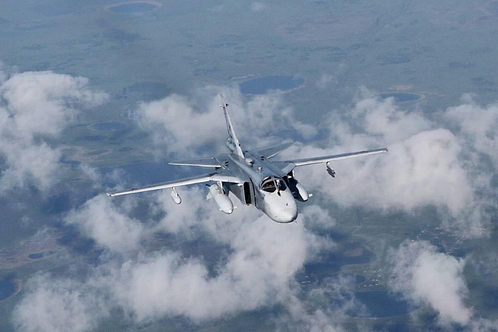 Самолет готовится к дозаправке в воздухе