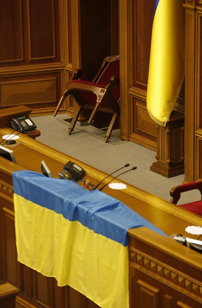 В зале заседаний Верховной Рады, которая была заблокирована депутатами от оппозиции
