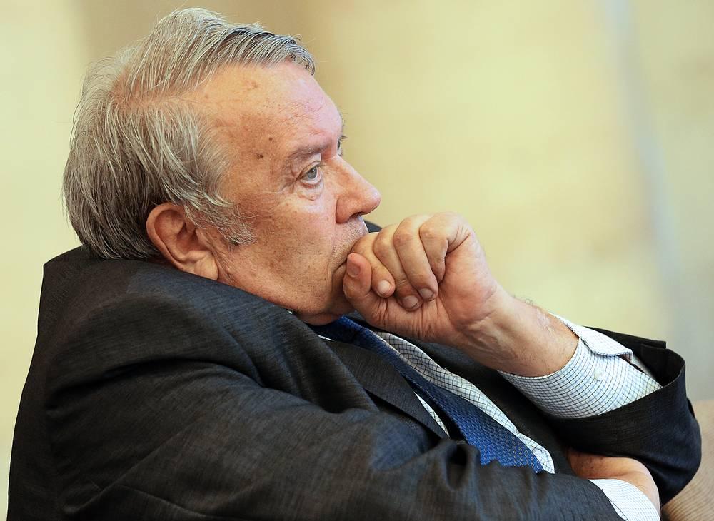 В мае директор Объединенного института высоких температур академик Владимир Фортов избран президентом Российской академии наук