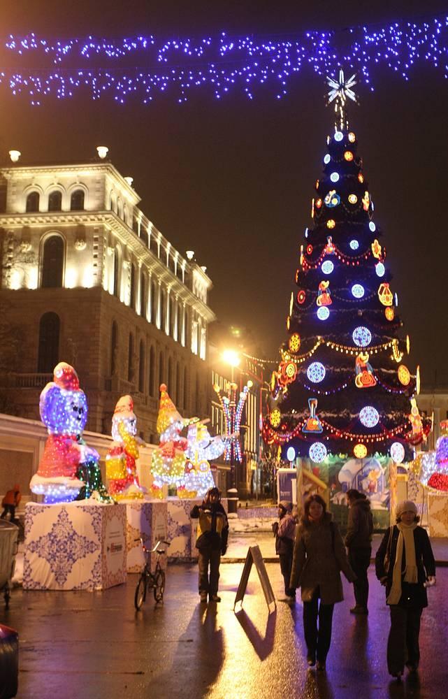 Новогодняя ель на площади Островского, 2008 год.