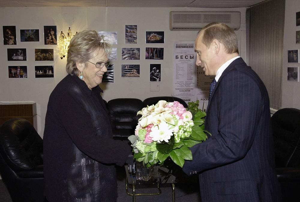 Галина Волчек и Владимир Путин, 2004