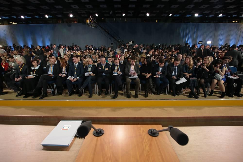 Журналисты перед началом пресс-конференции президента России Владимира Путина