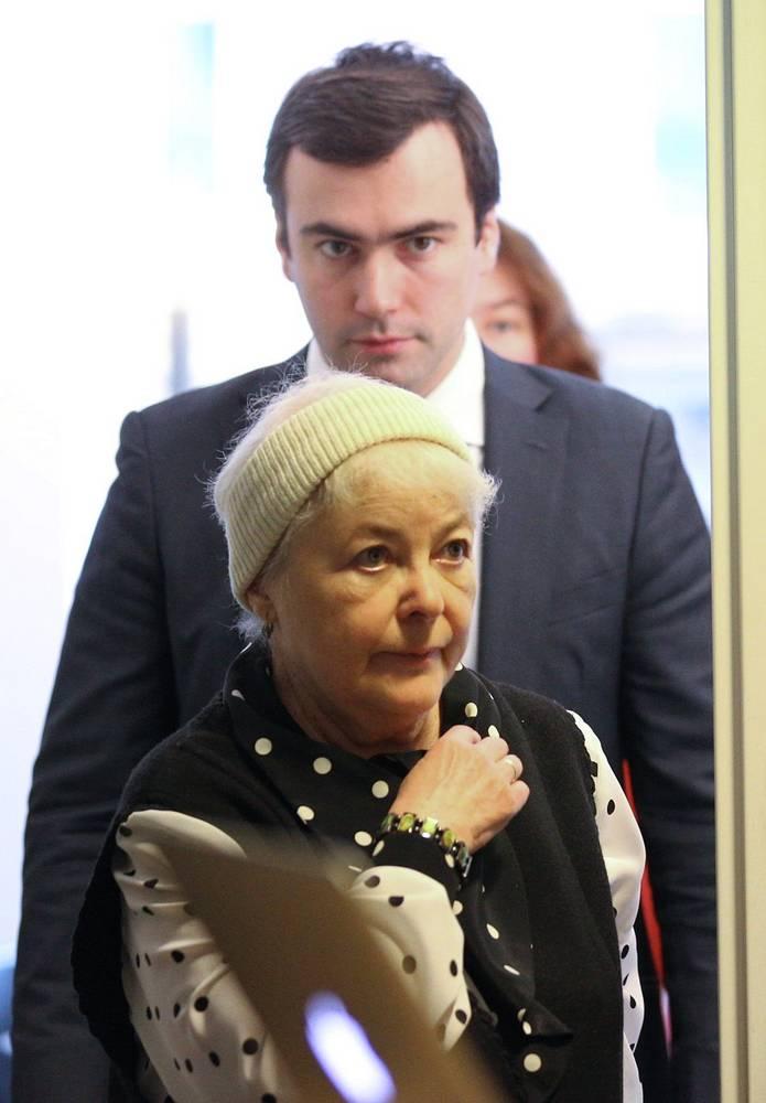 Мать Михаила Ходорковского Марина и сын Павел перед началом пресс-конференции в Музее Берлинской стены
