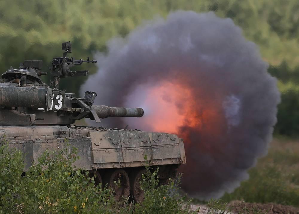 Учебные танковые стрельбы на полигоне Кантемировской дивизии в Наро-Фоминском районе Московской области. 2 августа 2013 года
