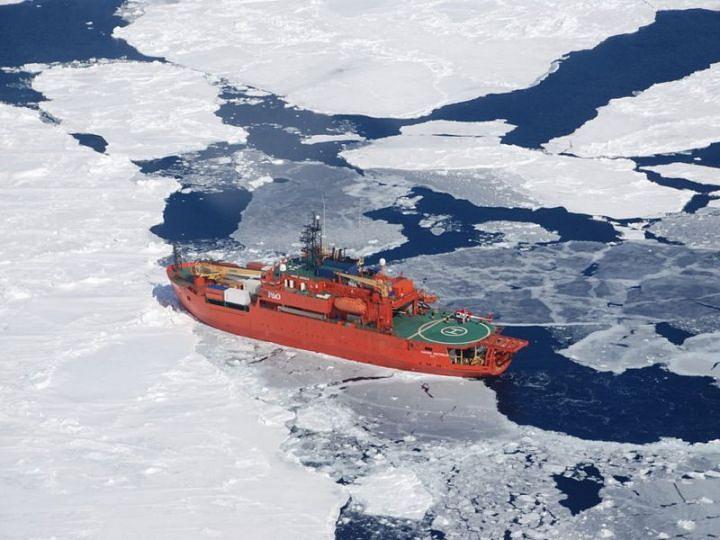 """Австралийский ледокол Aurora Australis, на который были эвакуированы пассажиры с судна """"Академик Шокальский"""""""