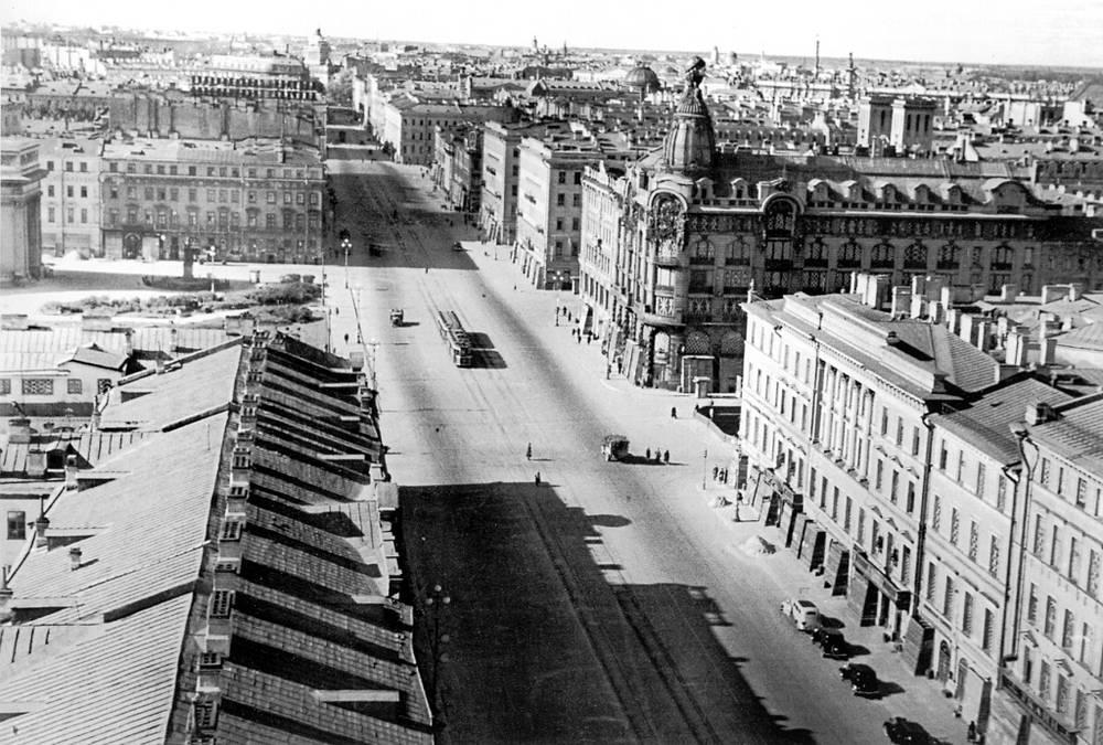 Проспект 25 Октября(Невский проспект) в блокадном Ленинграде.