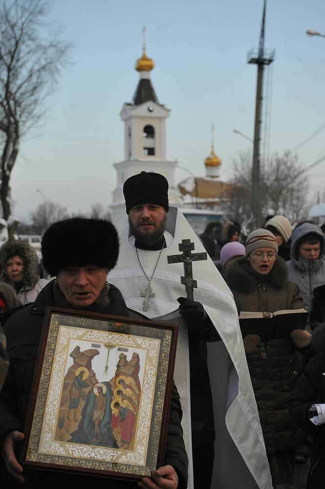 Крестный ход во имя Крещения Господня в храме в честь Святой Живоначальной Троицы в Екатеринбурге