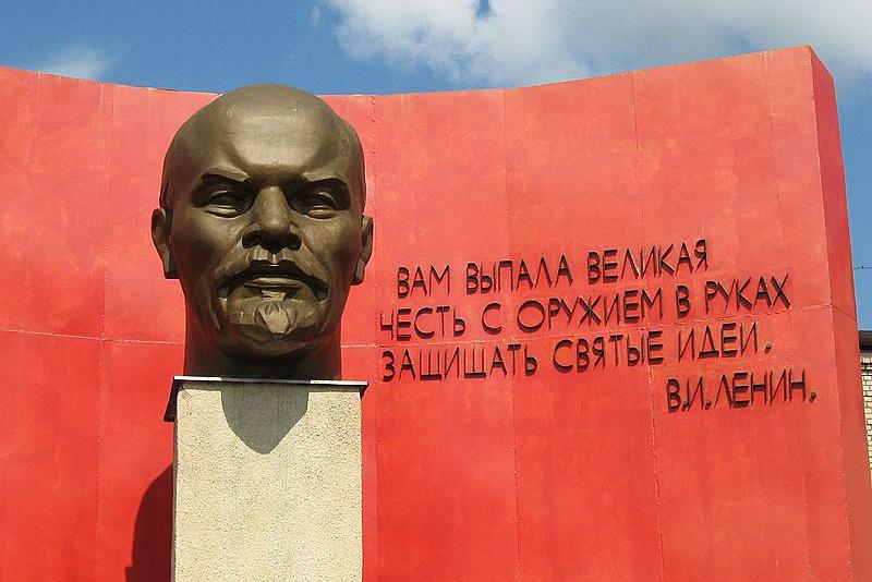 Бюст Ленина в Минске.