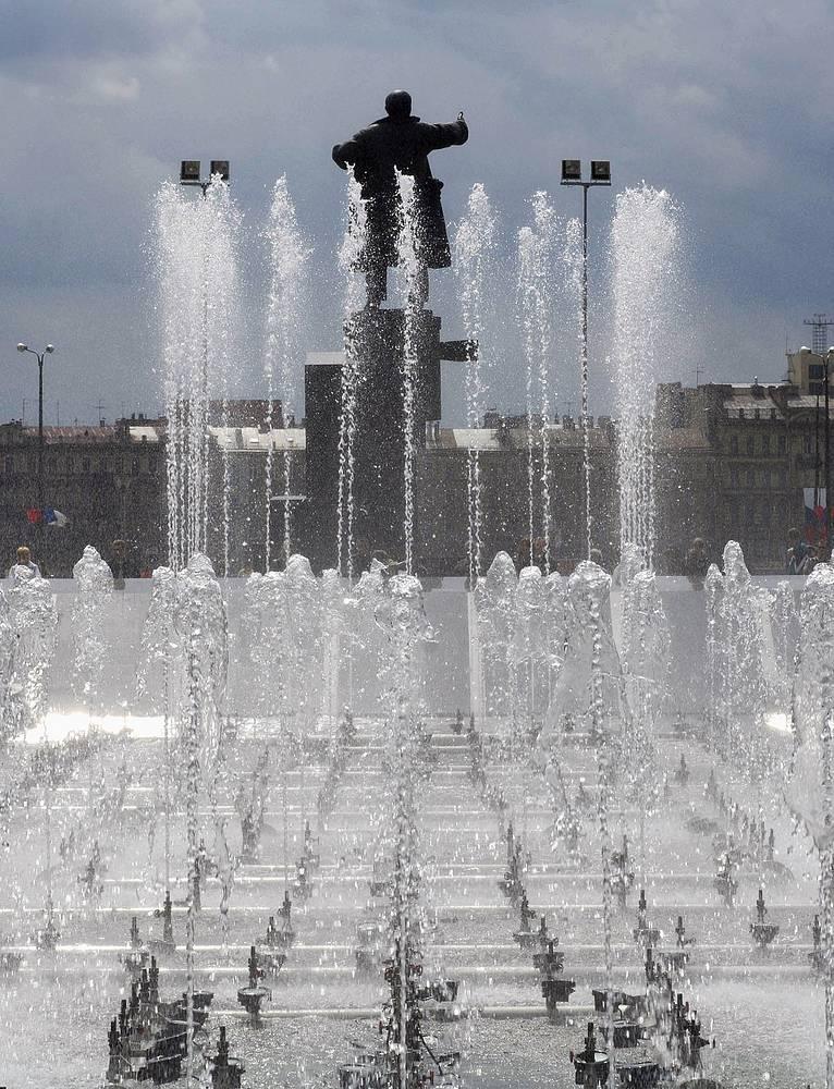 Памятник Ленину у Финляндского вокзала в Санкт-Петербурге.