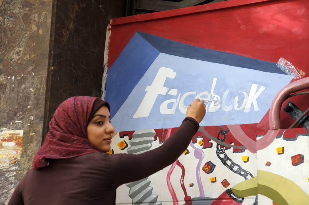 Facebook подвергался критике по множеству оснований: несоблюдение прав интеллектуальной собственности, разглашение личной информации, детская безопасность и пр.