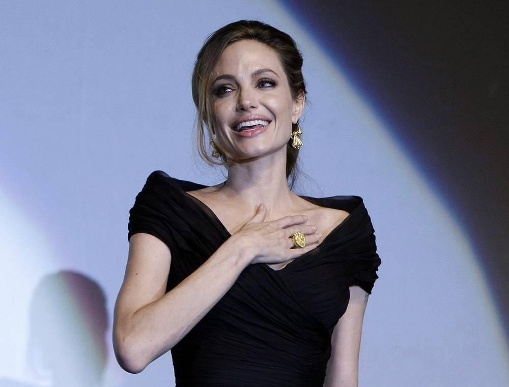 Актриса Анджелина Джоли перенесла операцию по удалению молочных желез в 2013 году, чтобы предотвратить риск развития рака груди