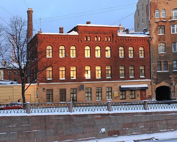"""Мебельно-столярная фабрика Ф. А. Мельцера - Торговый дом """"Мельцер Ф. и К"""" - Производственный корпус. Набережная реки Карповки д. 27."""