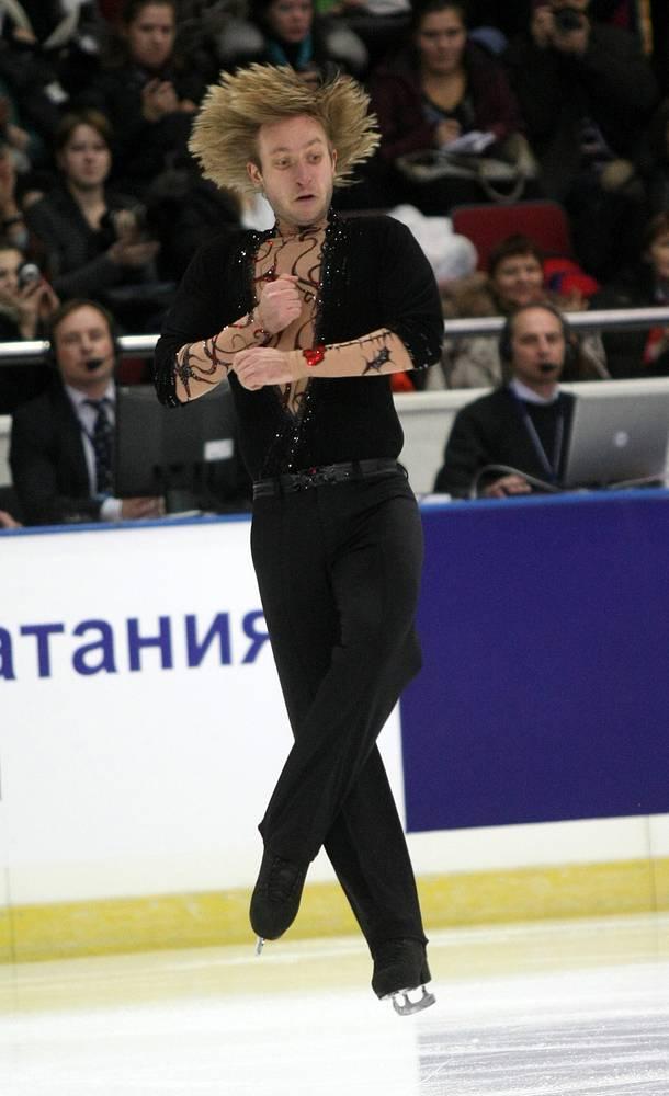 Евгений Плющенко во время выступления на  чемпионате России по фигурному катанию. 2009 г.