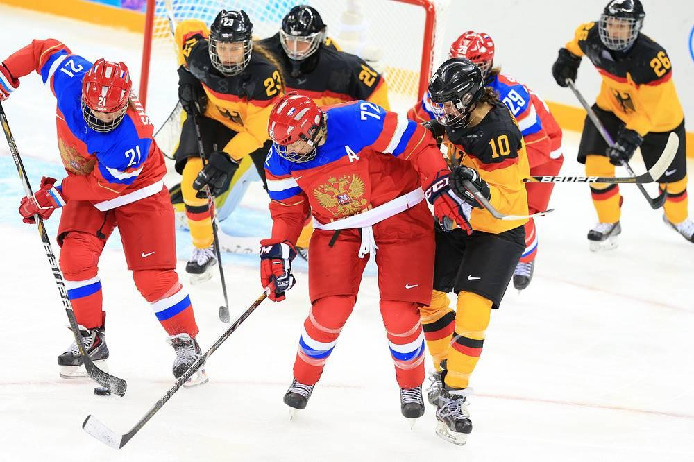 Матч первого тура группового этапа Олимпийского турнира в Сочи между сборными России и Германии