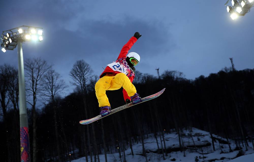 Австралийский сноубордист Холли Кроуфорд на тренировке по сноуборду в дисциплине хафпайп
