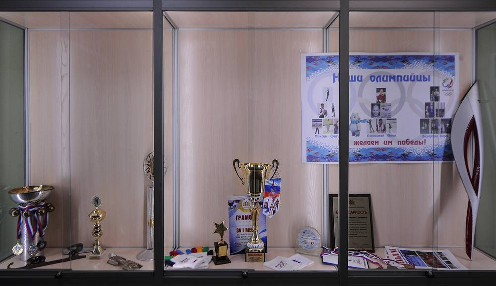 """Выставочная экспозиция в ДЮСШ """"Локомотив"""" посвящена первым успехам участников Олимпиады в Сочи"""