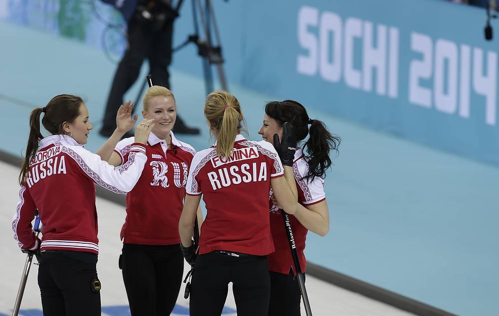 Женская сборная России по керлингу после матча со сборной Дании