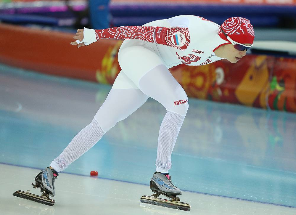 Екатерина Шихова во время соревнований по скоростному бегу на коньках среди женщин на 3000 метров на XXII зимних Олимпийских играх.