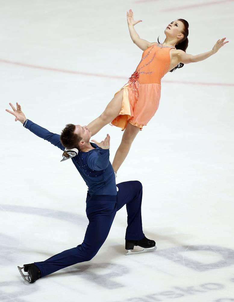 Юлия Злобина (24) - азербайджанская фигуристка российского происхождения,  до 2010 года в выступала за сборную России. На Олимпийских играх в Сочи в паре с Алексеем Ситниковым выступает за сборную Азербайджана