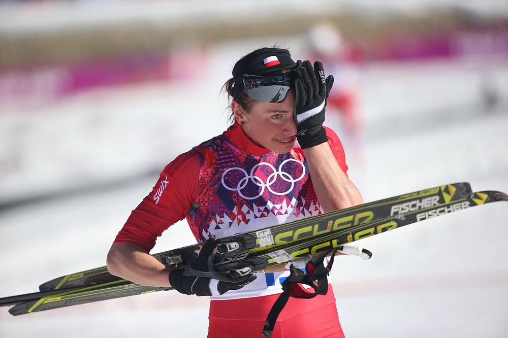 Польская спортсменка Юстина Ковальчик на финише гонки на 10 км классическим стилем среди женщин