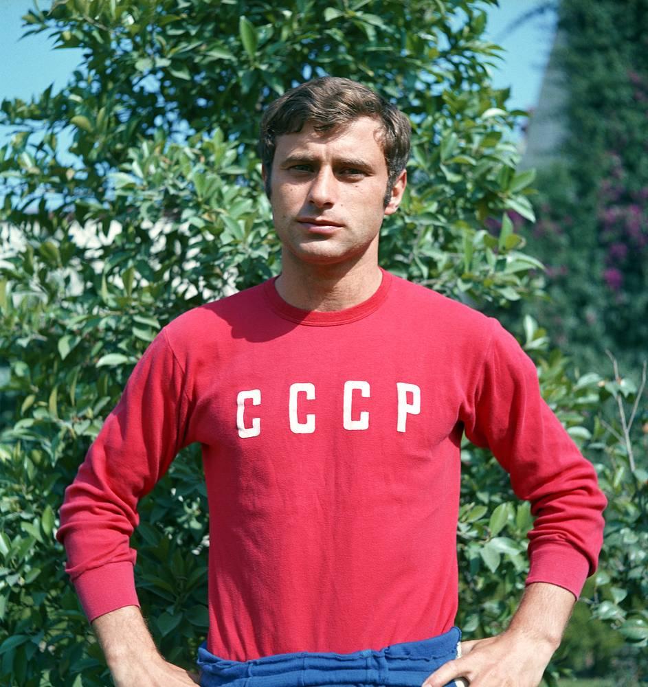 Анатолий Бышовец (на фото в 1970 году) в 26 лет завершил карьеру из-за травмы колена, четырехкратный чемпион СССР
