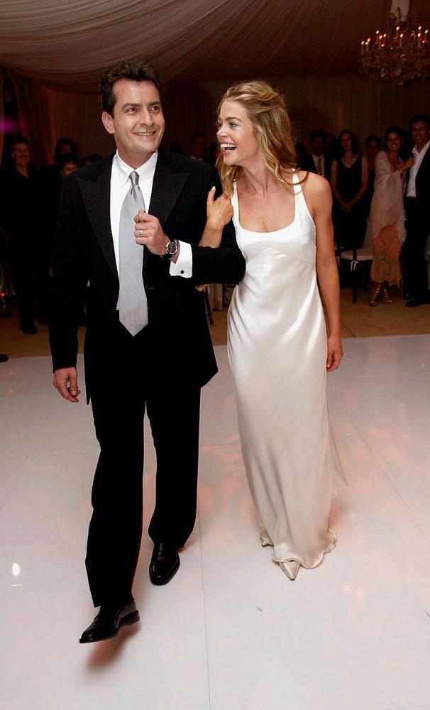 Свадьба Чарли Шина и Дэниз Ричардс состоялась в 2002 году