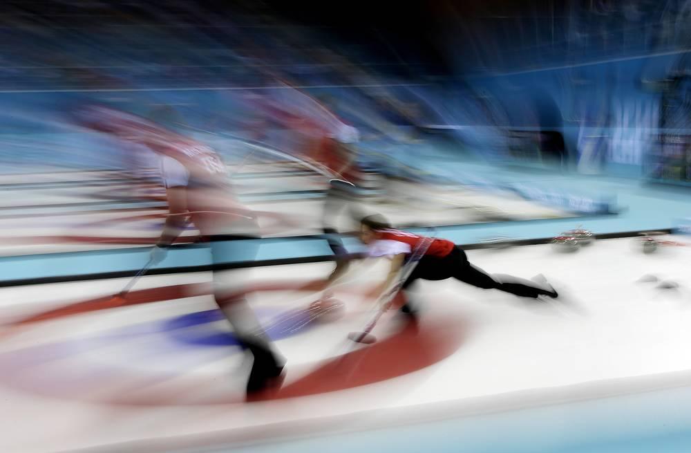 Женская сборная США по керлингу уступила команде Канады в матче кругового турнира Олимпиады в Сочи