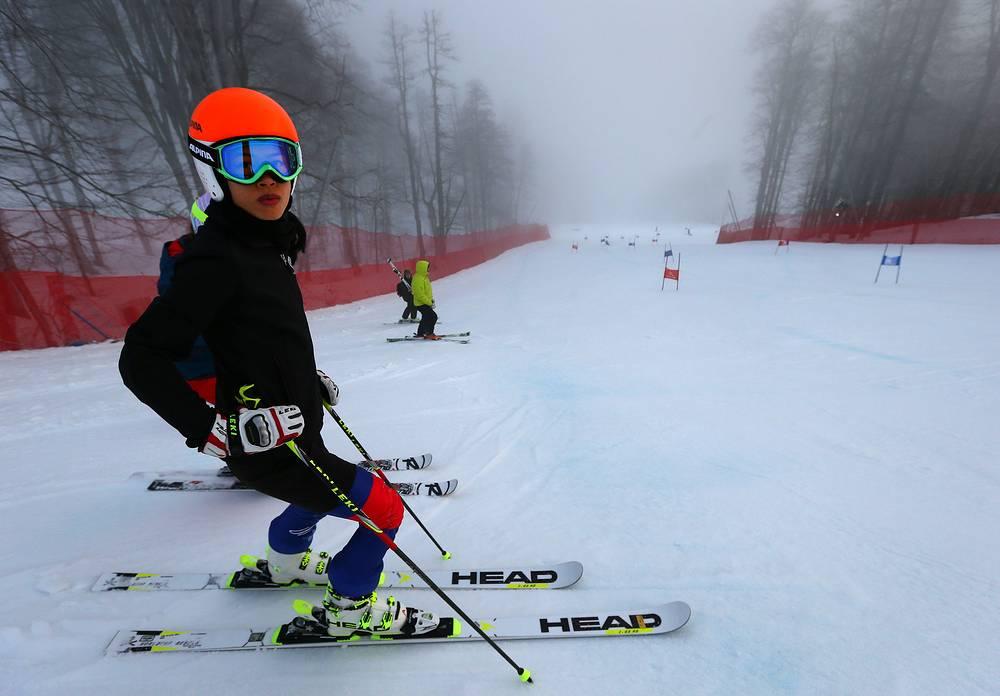На зимних Играх в 2002 и 2006 году Таиланд был представлен единственным лыжником Праватом Нагваджарой. В 2014 году сборная страны «усилилась» и обрела в своем составе всемирно известную скрипачку Ванессу Мэй, выступающую под фамилией Ванакорн