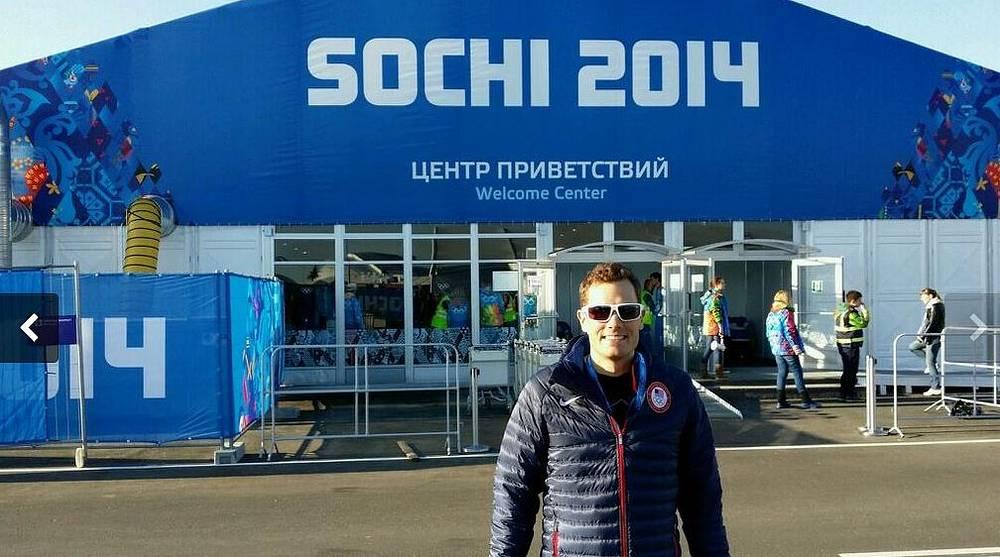 """""""Дорога в Сочи подошла к концу! Наконец-то мы прибыли в олимпийскую деревню"""", - поделился эмоциями американский биатлонист Тим Бурк по прибытию в Сочи"""
