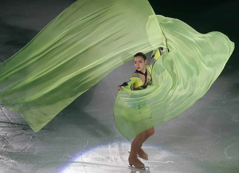 Серебряный призер I юношеских Олимпийских игр 2012 года в Инсбруке. На дебютном чемпионате Европы 2013 года в Загребе Сотникова с суммой 193,99 балла стала второй