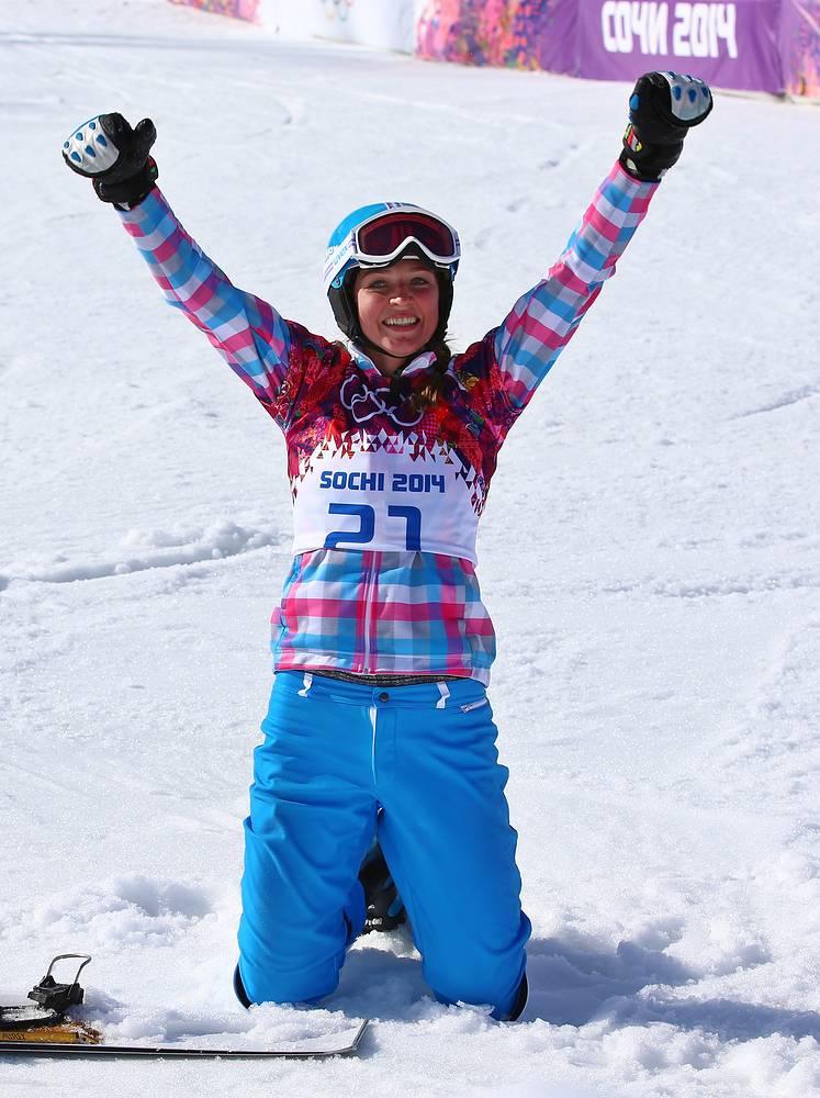 Сноубордистка Алена Заварзина завоевала бронзу в параллельном гигантском слаломе. Супруги Виктор Вайлд и Алена Заварзина стали второй семейной парой в истории зимних Игр, выигравшей медали в одной дисциплине на одной Олимпиаде. Спортсменка рассказала, что золото Виктора Вайлда в параллельном гигантском слаломе значит для нее больше, чем собственная бронзовая медаль в этом виде