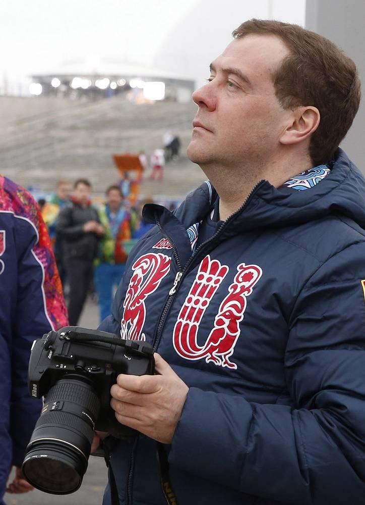 Поддержать спортсменов пришли также премьер-министр РФ Дмитрий Медведев, глава кремлевской администрации Сергей Иванов, министр спорта Виталий Мутко