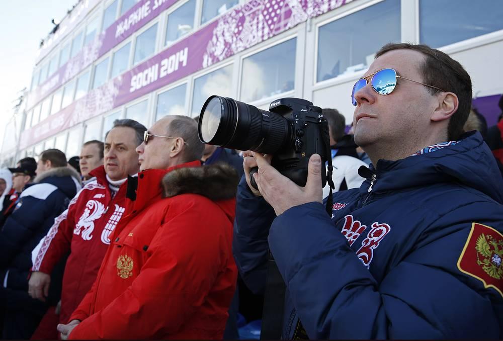 Президент России Владимир Путин пришел поболеть за российских лыжников  в мужской эстафете 4х10 километров