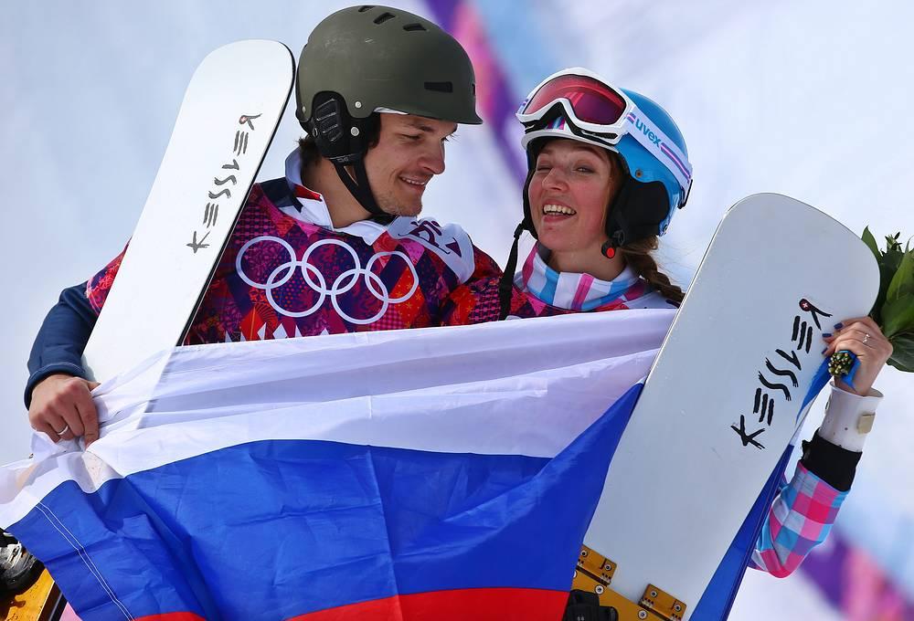 Болельщики и СМИ восторгаются романтической историей олимпийской пары – американца по происхождению Виктора Вайлда и россиянки Алены Заварзиной. Женившись на спортсменке в 2011 году, Вайлд принял российское гражданство и стал выступать за сборную России, принеся в копилку сборной две золотых медали из тринадцати