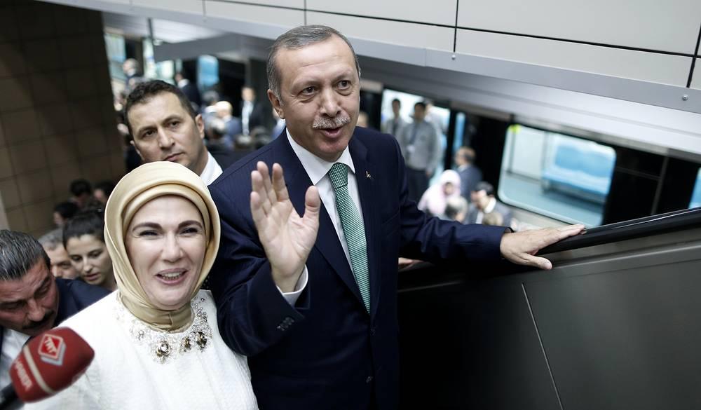 С 1978 года Эрдоган женат на Эмине Гюльбаран, у них четверо детей