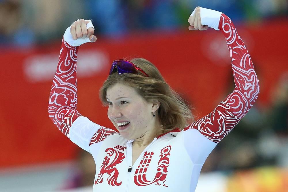 Ольга Фаткулина, завоевавшая серебряную медаль в забеге на 500 метров в соревнованиях по конькобежному спорту среди женщин на XXII зимних Олимпийских играх