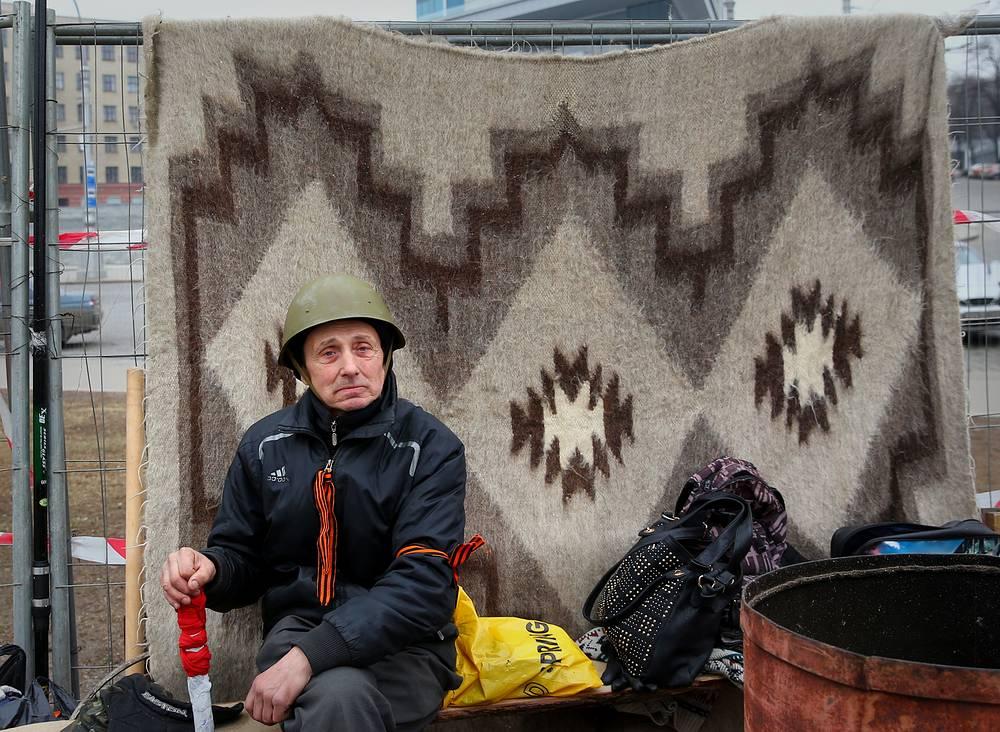 Участник отряда самообороны на площади Свободы